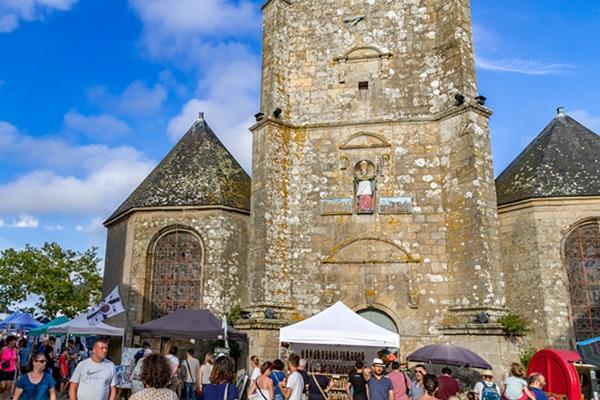Portail ouest de l'église Saint Cornély à Carnac