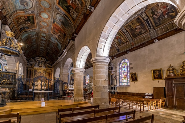 L'intérieur de l'église Saint Cornély à Carnac