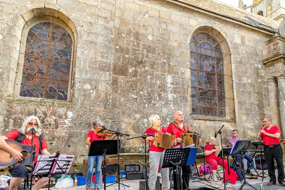 Musique bretonne au Fest-Noz à Carnac