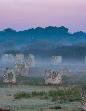 Légendes sur les menhirs de Carnac
