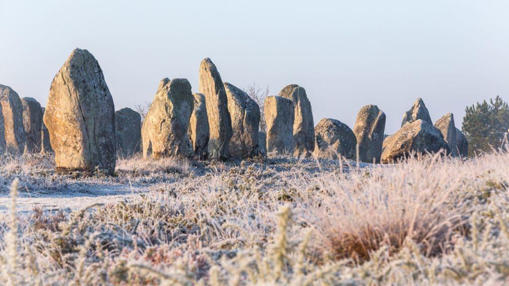 Les menhirs des alignements de Kerlescan à Carnac en hiver