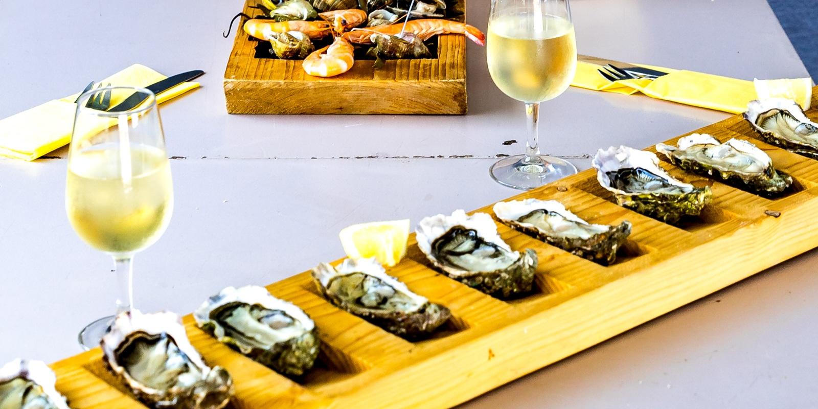 Table avec des huîtres de Carnac pour le nouvel an