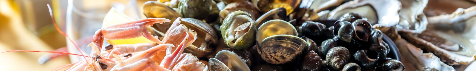 Plateau de fruits de mer dans un restaurants de fruits de mer à Carnac
