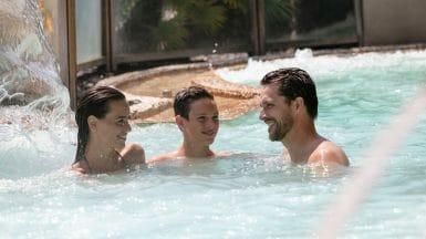 Famille en Thalasso à Carnac au spa marin Thalazur