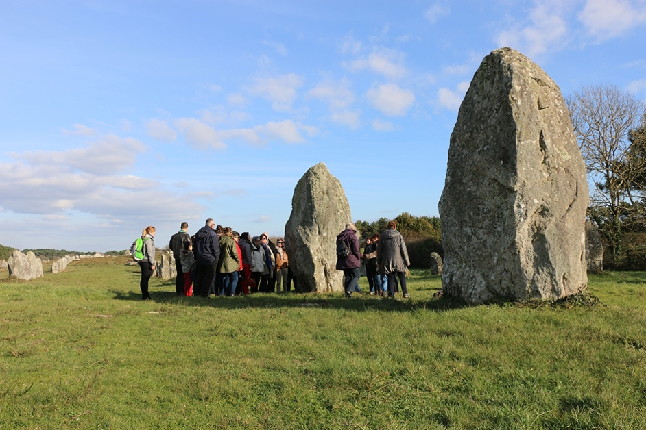 Visite guidée aux alignements de menhirs de Carnac copyright photo Centre des monuments nationaux