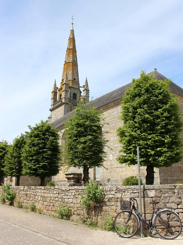 Vélo devant l'église de Carnac